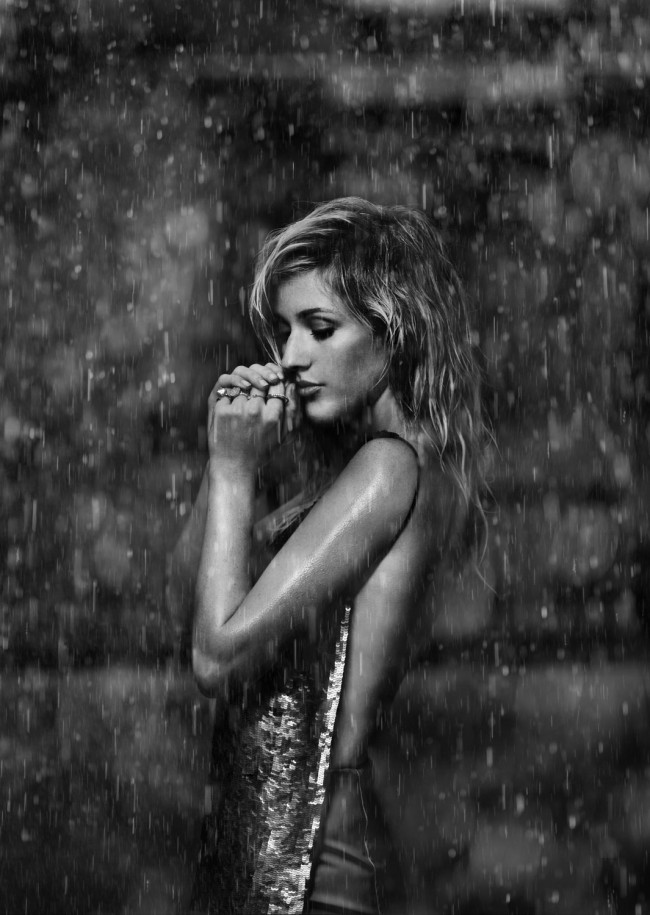Ellie Goulding in the rain