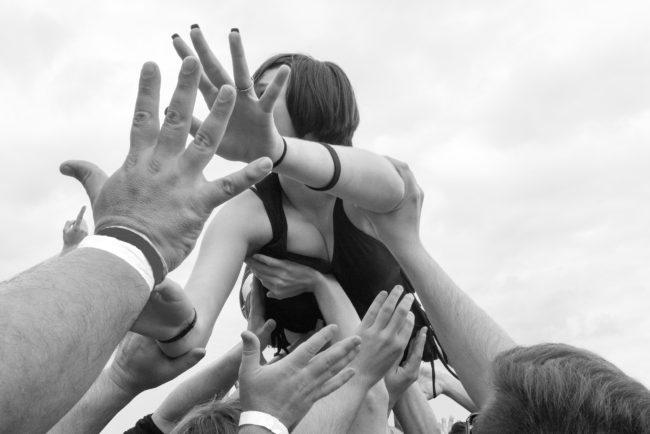 phillips-crowd-surfer-louisville-2016