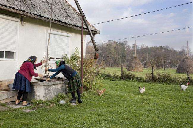 matyas_romania_getting-water-with-grandma